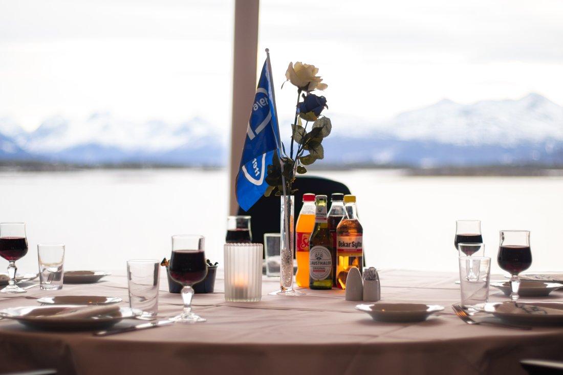 Rest - uten pers bord mot sjøen 1