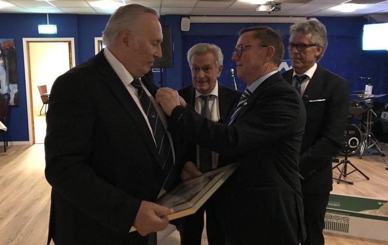 Brunvoll overrekkes medlemskapet