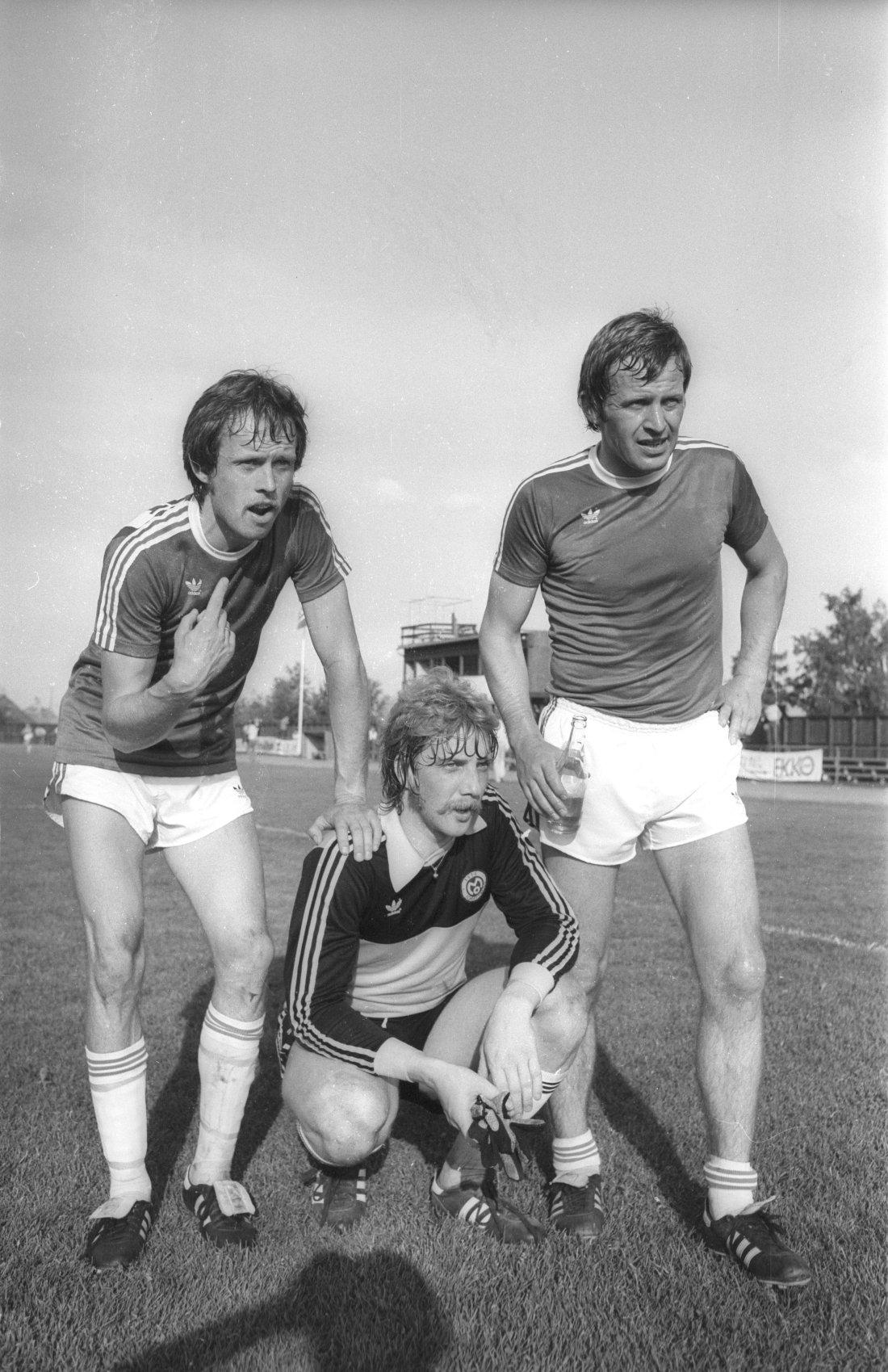 Brødrene Stein Olav og Harry Hestad etter 3-0 over Mo på Molde Stadion. Trykt i RB 25.6.1979